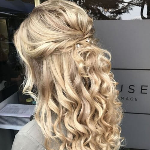 10+ stunning hairstyles for curly hair type   Human Hair Exim