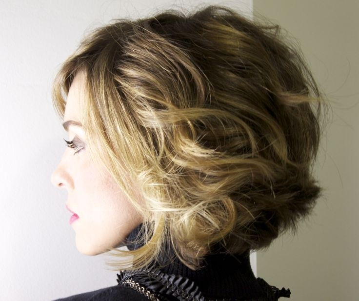 Get Latest Fashionable Short Wavy Hair For Women