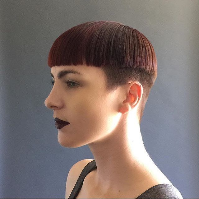 How to Find a Bowl Haircut That Looks Good on You