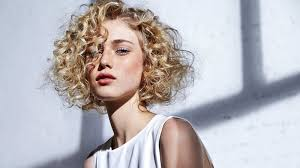 How to Wear a Cute Hairstyles For Curly Hair