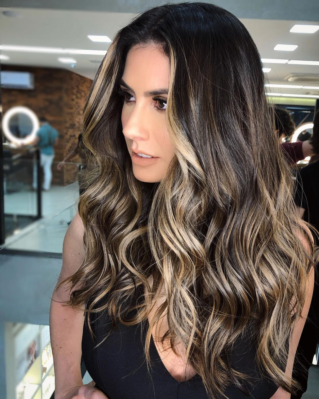 Black Hair With Blonde Highlights – Add Color To Your Black Hairstyle