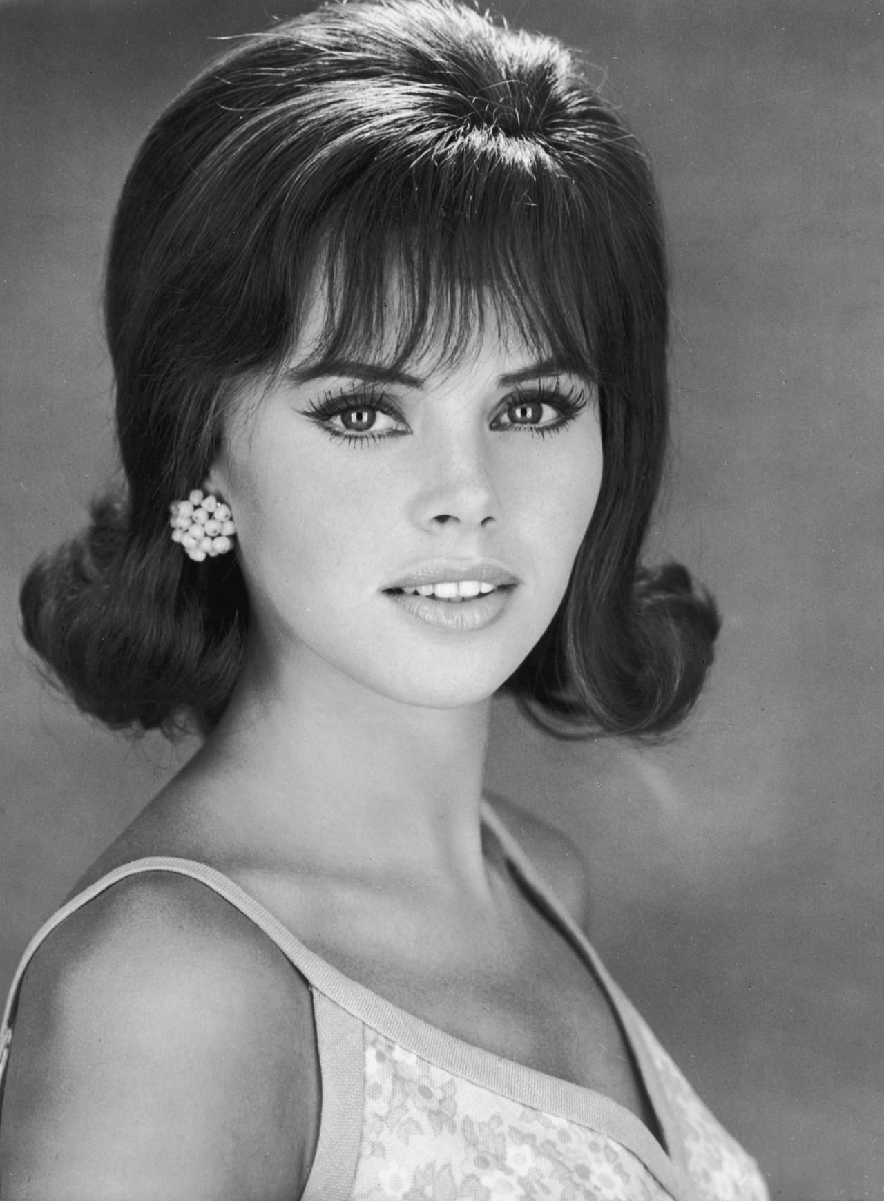 Home Women of the 1960s Hairstyles