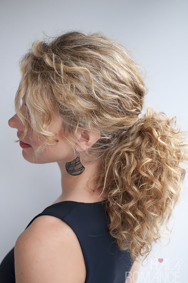 How to Style Your Curly Hair Ponytail