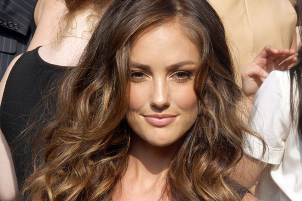 Design Ideas For Long Wavy Hairstyles