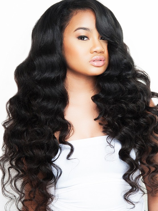 A Modern Loose Wave Hair Model For the Latest Trends