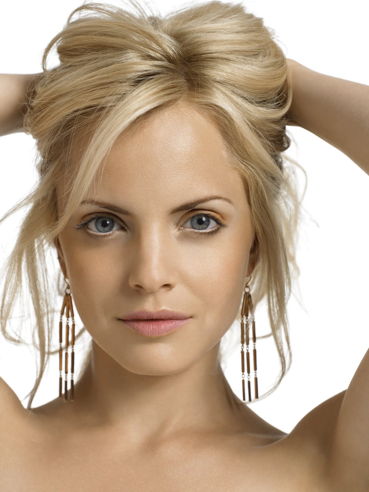 Styles For Celebrities With Blond Hair