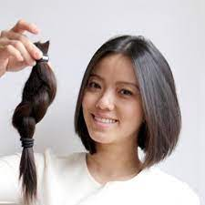 Helping Service Donate Hair For Cancer