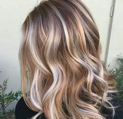 How to Accessorize This Season's Fall Hair Colors For Blondes