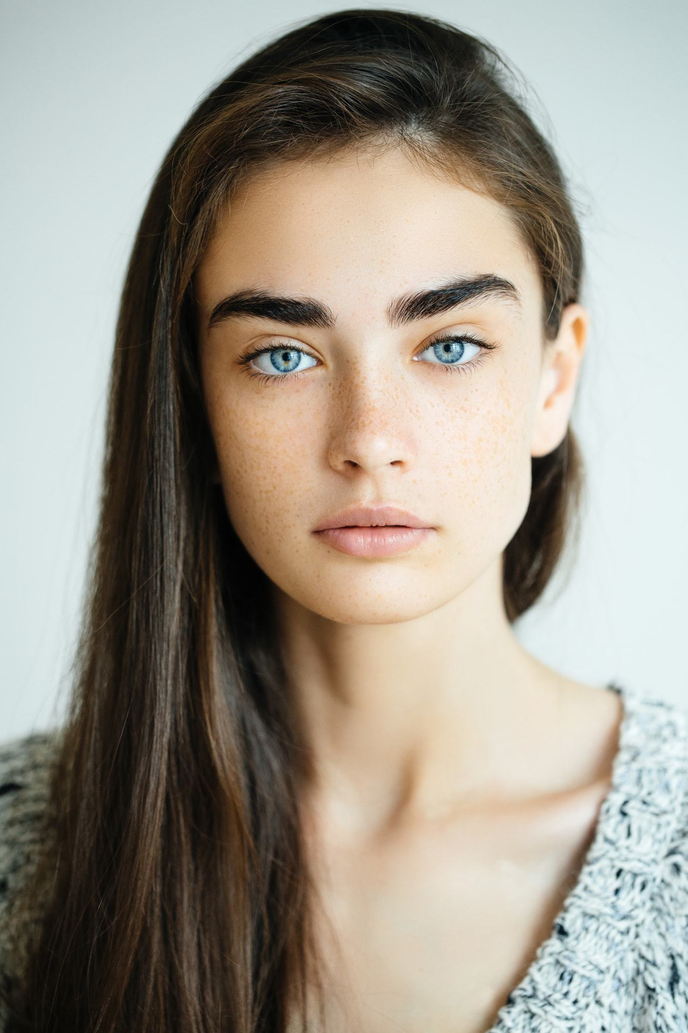 Female Brown Haired Women With Blue Eyes Can Look Gorgeous With Some Great Design Ideas