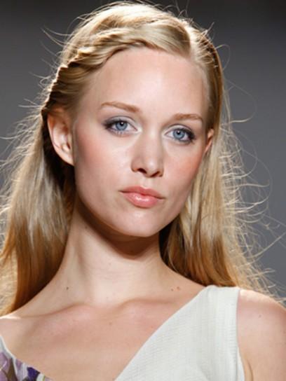 Flyaway hair style Ideas for Women