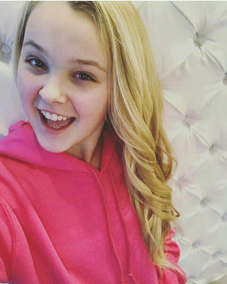 JoJo Siwa With Hair Down – A Unique Style for 2021