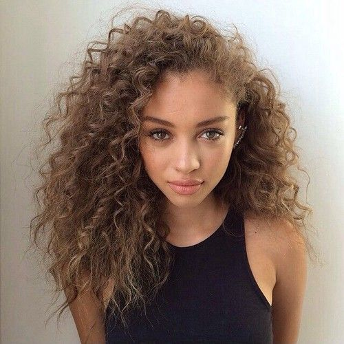 Model Ideas for People With Light Skin Curly Hair