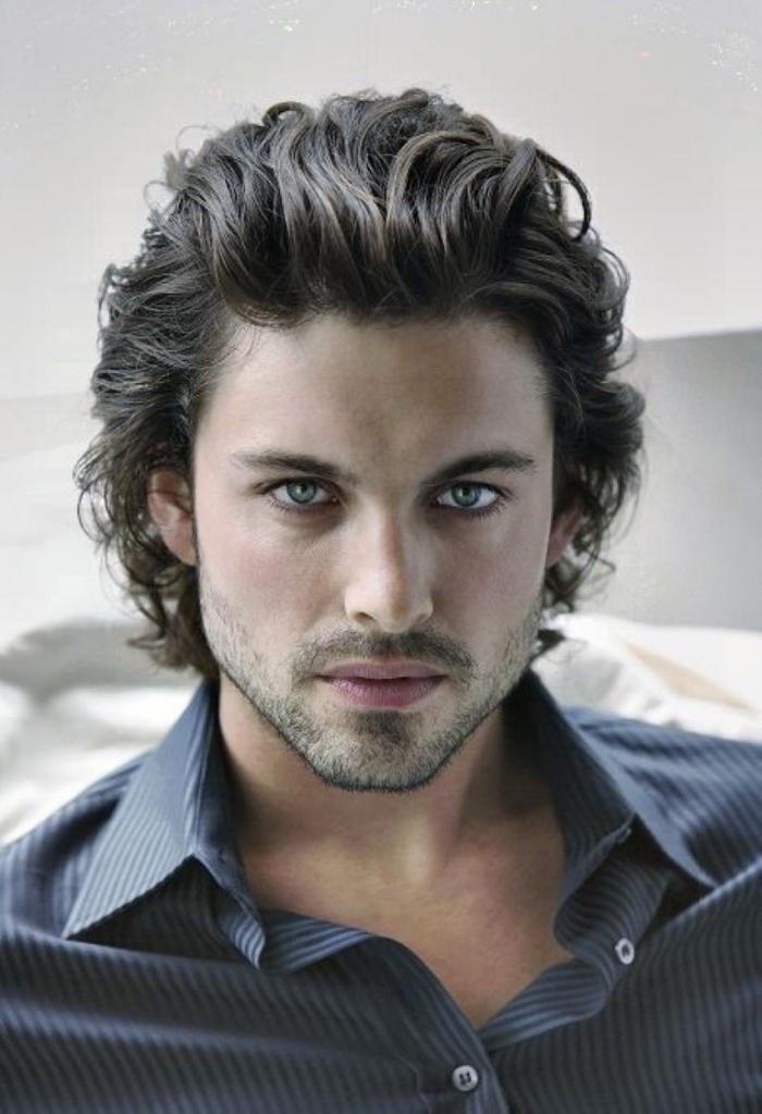 Medium Curly Hair Men Styles – How to Make Your Medium Hair Look Great