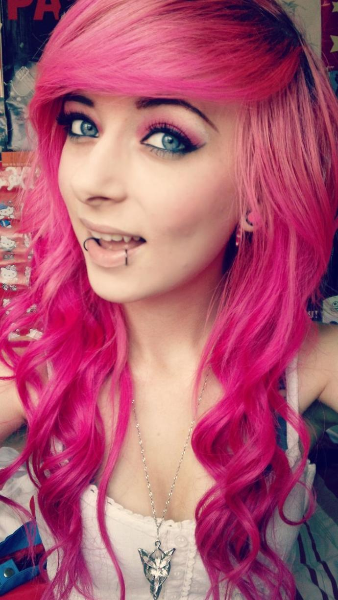 Looking Like a Sexy Pink Hair Girl