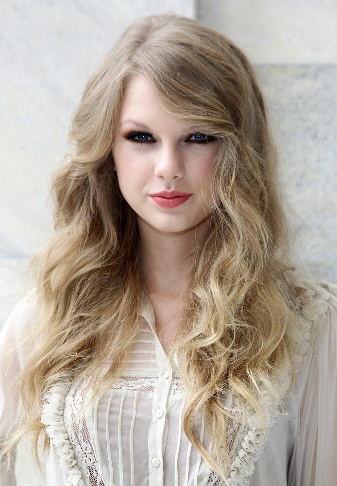 Taylor Swift Hair Styles – Inspiration For Today's Young Celebrity Models