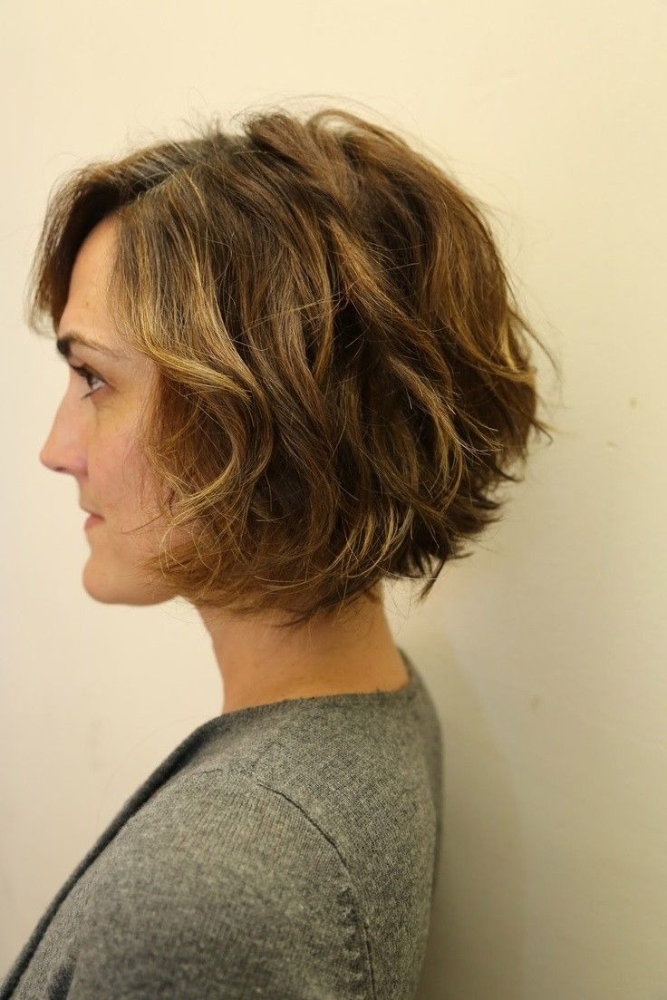 Model Ideas – The Perfect Wavy Bob Haircut
